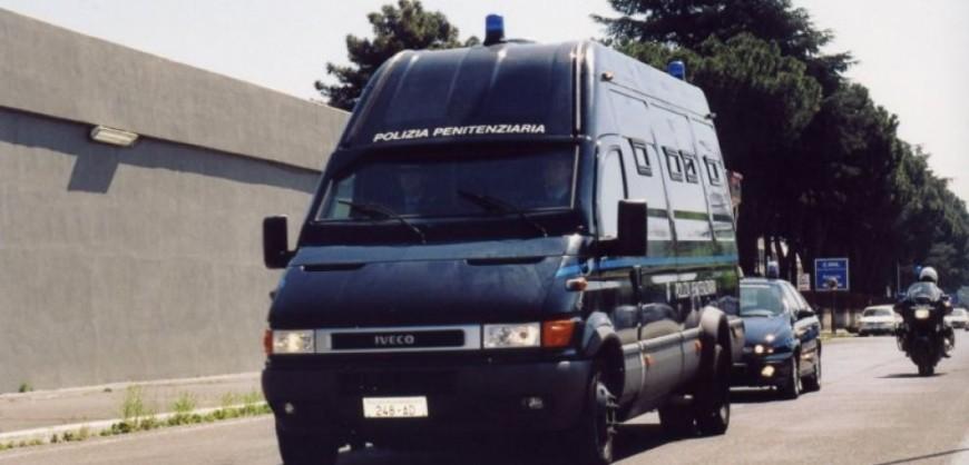camionetta-della-polizia-131022125732_big
