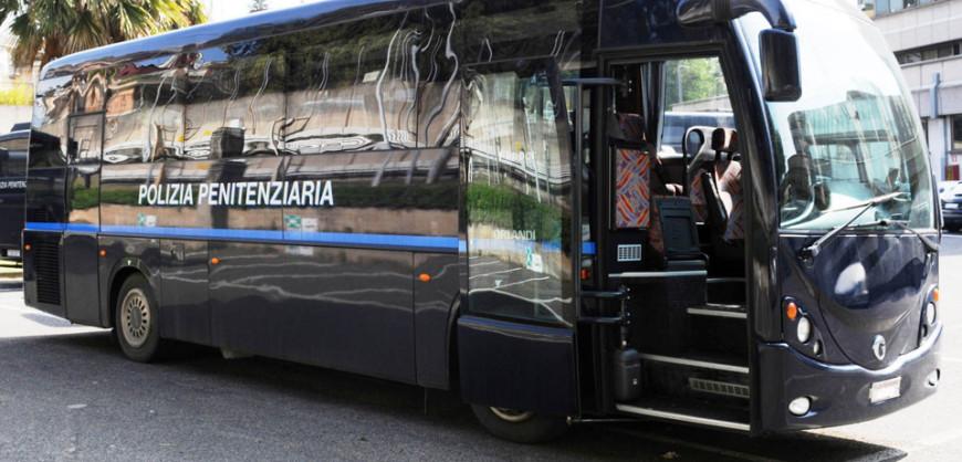 bus-polizia-penitenziaria
