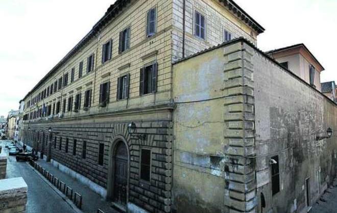 WCENTER 0XMHDAQEFN                Una veduta del muro di cinta del carcere di Regina Coeli di via delle Mantellate a Roma. in una foto d'archivio.  ANSA/CLAUDIO ONORATI