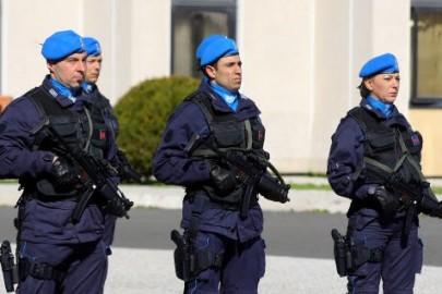 © Roberto Monaldo / LaPresse 25-10-2009 Roma Politica Polizia Penitenziaria - Decennale della fondazione del Gruppo Operativo Mobile Nella foto Il reparto schierato